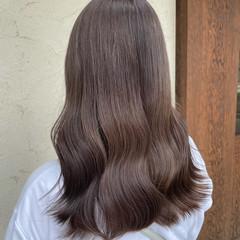 ロング ダブルカラー ナチュラル ミルクティーベージュ ヘアスタイルや髪型の写真・画像