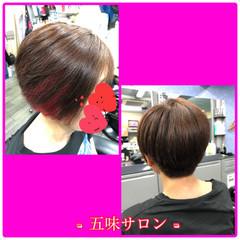 インナーカラー ナチュラル ショートヘア イヤリングカラーピンク ヘアスタイルや髪型の写真・画像