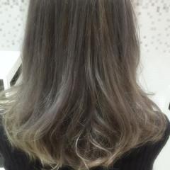 アッシュ アッシュグレー モード ダブルカラー ヘアスタイルや髪型の写真・画像