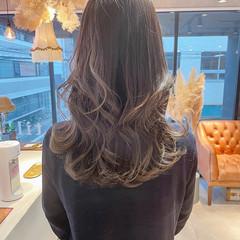 ロング グレージュ ミルクティーグレージュ アンニュイほつれヘア ヘアスタイルや髪型の写真・画像