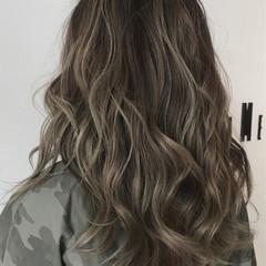 エレガント ツヤ髪 アッシュベージュ スモーキーアッシュベージュ ヘアスタイルや髪型の写真・画像