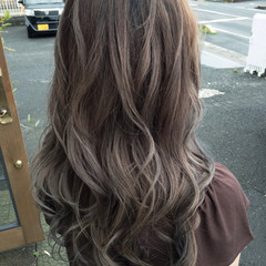 ハイトーン ウェーブ 外国人風カラー ナチュラル ヘアスタイルや髪型の写真・画像