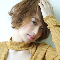ベージュ コンサバ ショート ハイライト ヘアスタイルや髪型の写真・画像