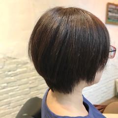 アッシュグレー ダークアッシュ ショートヘア ブルージュ ヘアスタイルや髪型の写真・画像