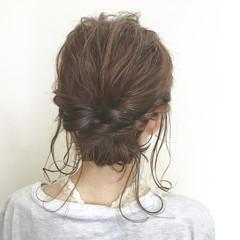 ミディアム パーマ フェミニン くるりんぱ ヘアスタイルや髪型の写真・画像