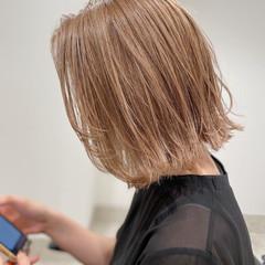 グレージュ 外ハネボブ ナチュラル ボブ ヘアスタイルや髪型の写真・画像