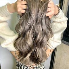 透明感カラー アッシュベージュ ハイトーンカラー フェミニン ヘアスタイルや髪型の写真・画像