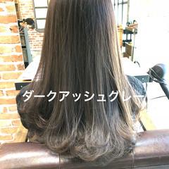 グレージュ アッシュグレー ナチュラル イルミナカラー ヘアスタイルや髪型の写真・画像