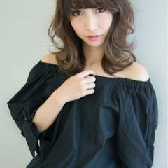 小顔 アッシュ ゆるふわ 外国人風 ヘアスタイルや髪型の写真・画像