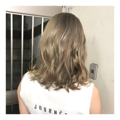 ハイトーン ベージュ ミルクティーベージュ ハイトーンカラー ヘアスタイルや髪型の写真・画像