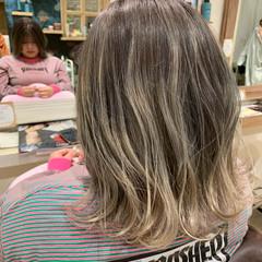 コントラストハイライト ハイライト ミディアム ナチュラル ヘアスタイルや髪型の写真・画像