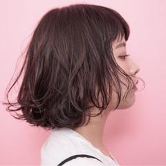 ナチュラル 前髪あり アッシュ 暗髪 ヘアスタイルや髪型の写真・画像