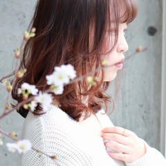 ミディアム ピンク デート パーマ ヘアスタイルや髪型の写真・画像