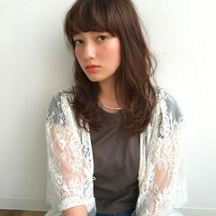 前髪あり ナチュラル パーマ フェミニン ヘアスタイルや髪型の写真・画像