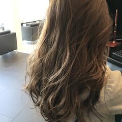 ロング ナチュラル イルミナカラー アッシュ ヘアスタイルや髪型の写真・画像