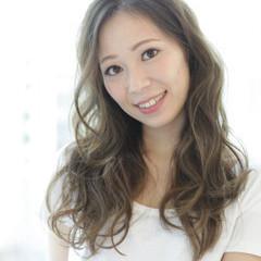 グレージュ フェミニン ミルクティー グラデーションカラー ヘアスタイルや髪型の写真・画像