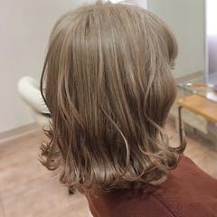 ダブルカラー フェミニン ミディアム アッシュベージュ ヘアスタイルや髪型の写真・画像
