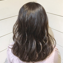 外国人風 ナチュラル 暗髪 アッシュ ヘアスタイルや髪型の写真・画像