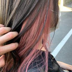 フェミニン インナーカラー セミロング インナーピンク ヘアスタイルや髪型の写真・画像