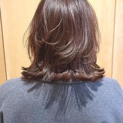 ひし形シルエット フェミニン ミディアム ミディアムレイヤー ヘアスタイルや髪型の写真・画像