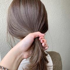 インナーカラー ミディアム 切りっぱなしボブ ナチュラルベージュ ヘアスタイルや髪型の写真・画像