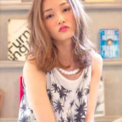 ミディアム 大人かわいい ナチュラル グラデーションカラー ヘアスタイルや髪型の写真・画像