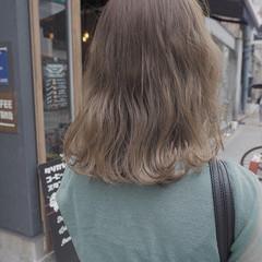 アンニュイ 切りっぱなし ウェーブ ナチュラル ヘアスタイルや髪型の写真・画像