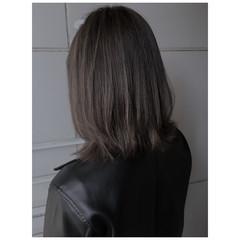極細ハイライト ハイライト ナチュラル アッシュグレー ヘアスタイルや髪型の写真・画像