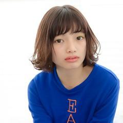 アッシュ 小顔 透明感 前髪あり ヘアスタイルや髪型の写真・画像