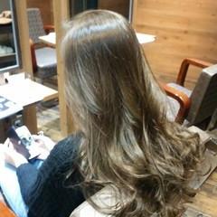 ストリート フェミニン アッシュ ロング ヘアスタイルや髪型の写真・画像