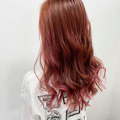 フェミニン ロング ピンクベージュ ピンクカラー ヘアスタイルや髪型の写真・画像