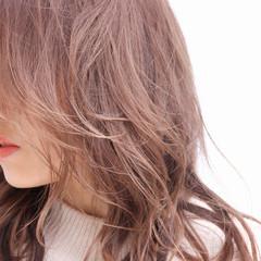 ベリーピンク ピンクベージュ 切りっぱなしボブ セミロング ヘアスタイルや髪型の写真・画像