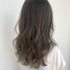 コンサバ ハイライト グレージュ 巻き髪 ヘアスタイルや髪型の写真・画像