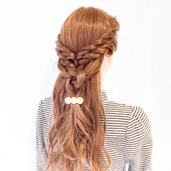 ねじり ロング ヘアアレンジ 上品 ヘアスタイルや髪型の写真・画像
