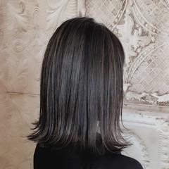 ダークグレー セミロング デザインカラー 切りっぱなし ヘアスタイルや髪型の写真・画像