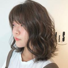 ミディアム パーマ 簡単ヘアアレンジ フェミニン ヘアスタイルや髪型の写真・画像