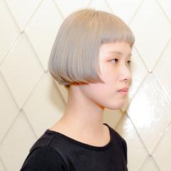 ワイドバング 黒髪 グレージュ ボブ ヘアスタイルや髪型の写真・画像