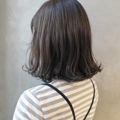 ミディアム スモーキーカラー ミディアムヘアー ガーリー ヘアスタイルや髪型の写真・画像