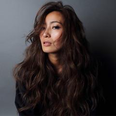 暗髪 グラデーションカラー かっこいい ゆるふわ ヘアスタイルや髪型の写真・画像