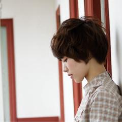 アッシュ パーマ ショート レイヤーカット ヘアスタイルや髪型の写真・画像