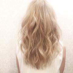 セミロング 外国人風 ホワイト グレージュ ヘアスタイルや髪型の写真・画像