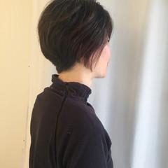 ショート グレー ナチュラル 刈り上げ ヘアスタイルや髪型の写真・画像