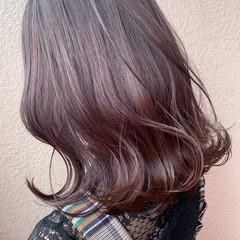ゆる巻き セミロング ラベンダーカラー フェミニン ヘアスタイルや髪型の写真・画像