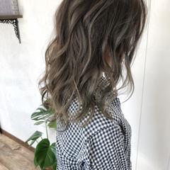 セミロング アッシュ アッシュグレー グレージュ ヘアスタイルや髪型の写真・画像