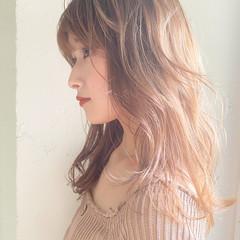 アンニュイほつれヘア 切りっぱなしボブ ハイトーンカラー ガーリー ヘアスタイルや髪型の写真・画像