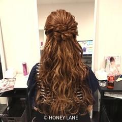 フェミニン ヘアアレンジ ロング ウェーブ ヘアスタイルや髪型の写真・画像