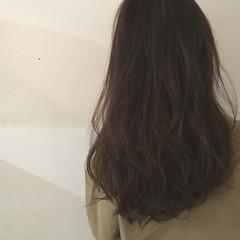 レイヤーカット ウェーブ アッシュ ラベンダーアッシュ ヘアスタイルや髪型の写真・画像