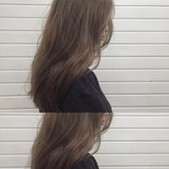 アンニュイ ウェーブ ハイライト アッシュグレージュ ヘアスタイルや髪型の写真・画像
