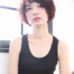 ガーリー ショート 透明感 くせ毛風 ヘアスタイルや髪型の写真・画像