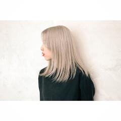 イルミナカラー セミロング ブリーチ ベージュ ヘアスタイルや髪型の写真・画像